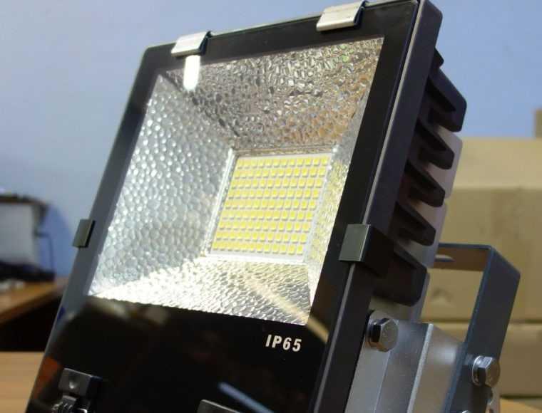 Прожектор светодиодный класса защиты IP-65