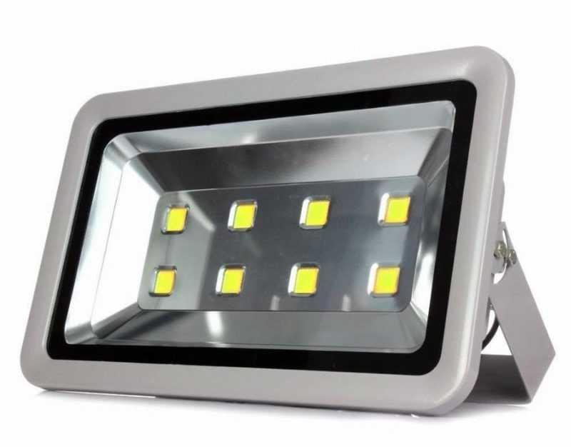 Светодиодный уличный прожектор на 100W