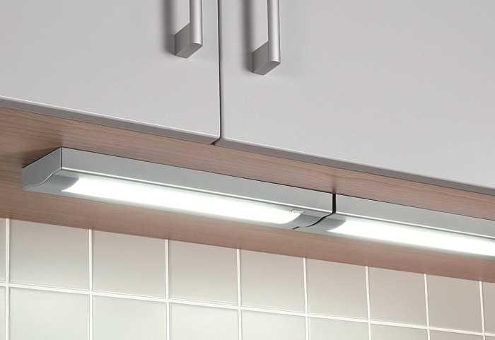 Люминесцентные светильники часто используются для подсветки кухонной мебели