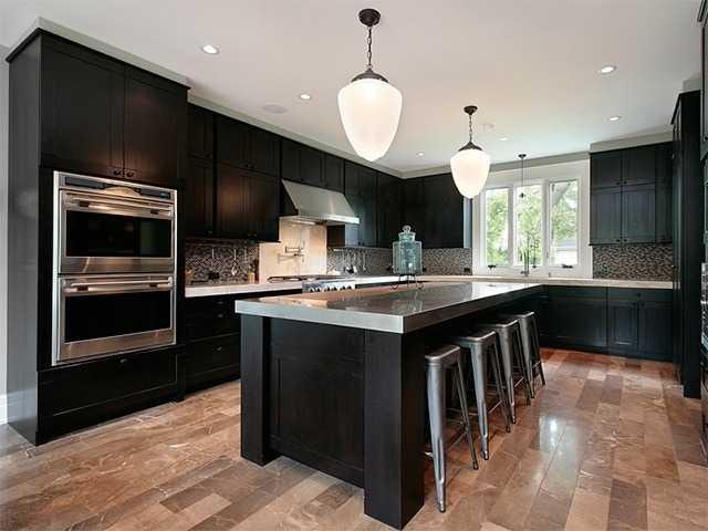 Освещение кухни вынесенными плафонами