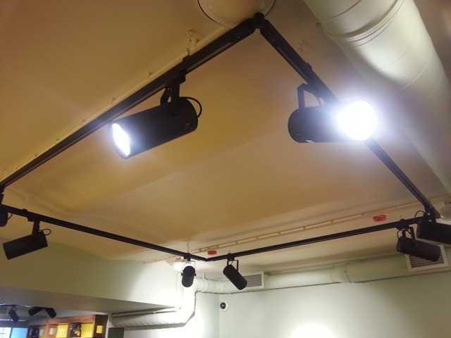 Трековые системы можно установить на любом потолке