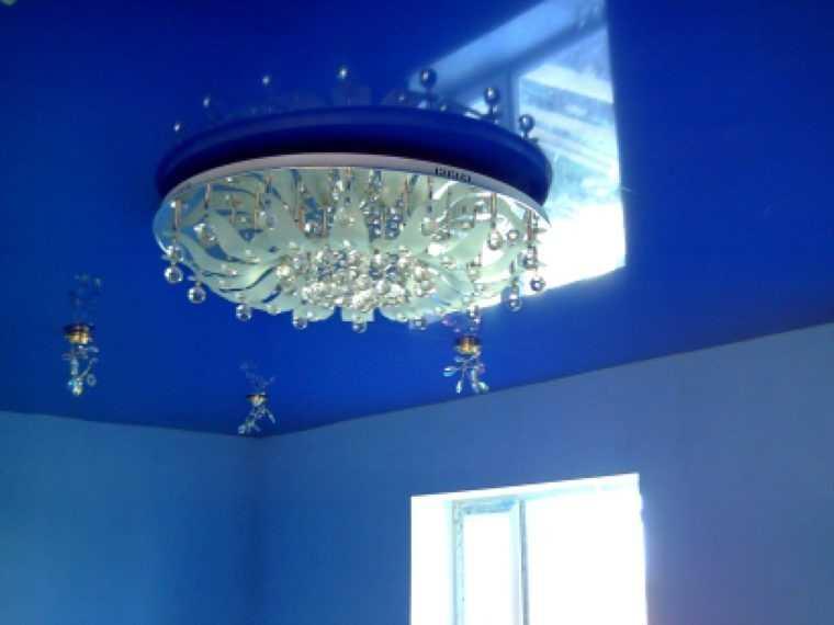 Светильники с плафонами ниже уровня натяжного потолка