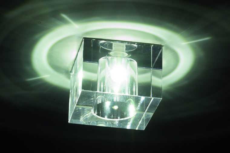 Встраиваемый потолочный светильник Novotech Cubic led 357013