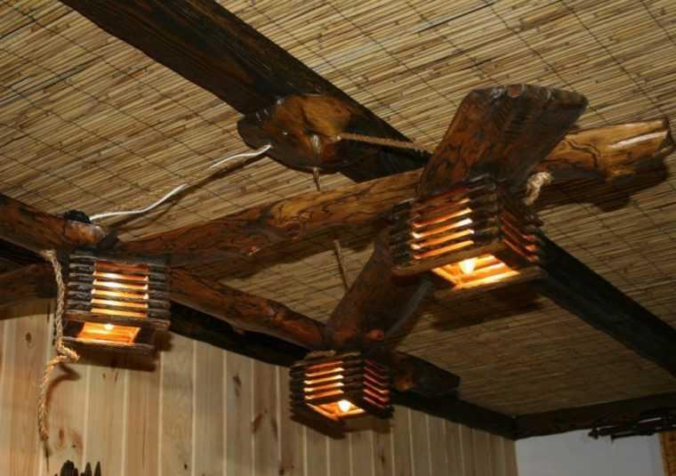 Люстра из дерева и каната в стиле Шале