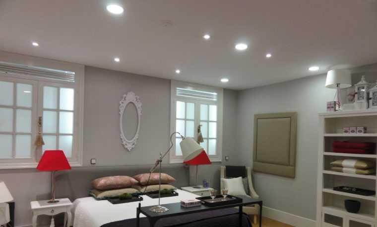 Освещение спальной комнаты с помощью встраиваемых светодиодных источников света