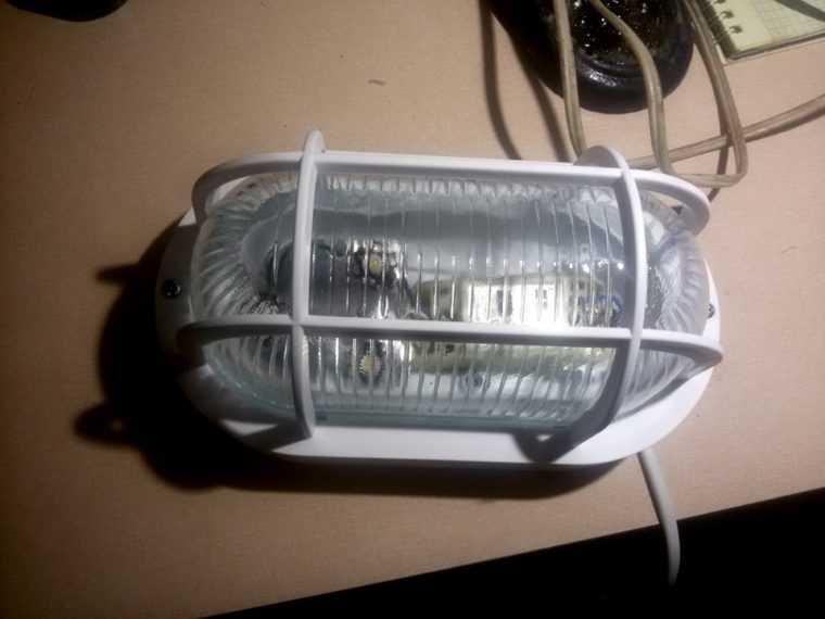 Антивандальный LED светильник для гаража