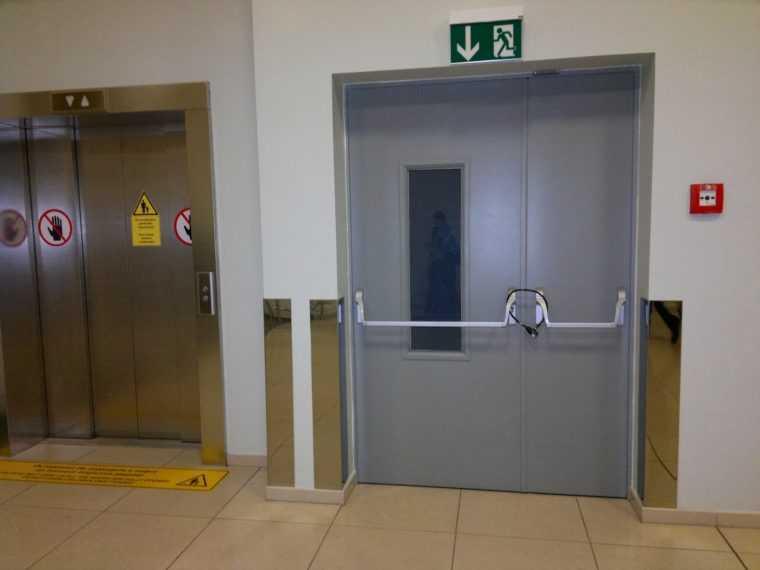 двери входные металлические выход на улицу