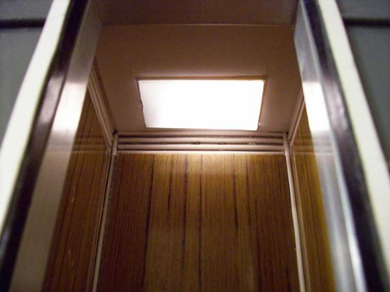 Аварийное освещение в лифте
