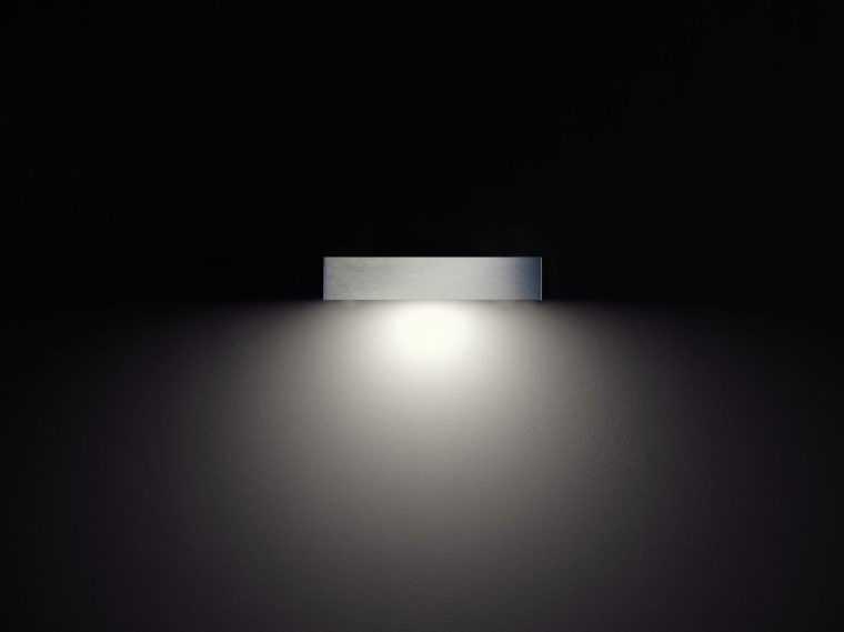 Настенный светильник прямого освещения