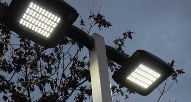 Сдвоенный LED светильник для столба
