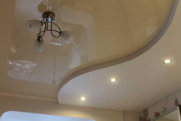 Расположение светильников на многоуровневом натяжном потолке