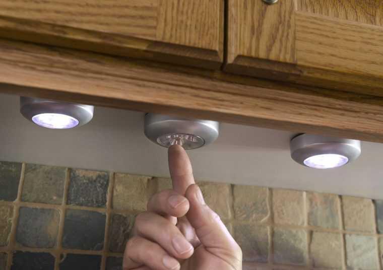 Точечные светильники на батарейках обычно используются для вспомогательного освещения