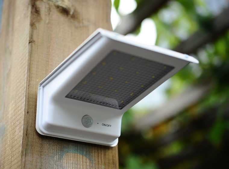 Автономный уличный LED-светильник с датчиком движения