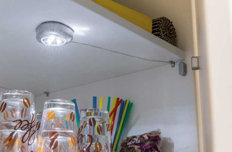 Накладной LED-светильник для кухонного шкафа