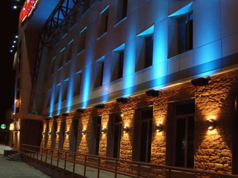 Комплексная подсветка фасада здания