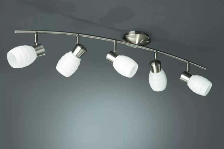 Потолочный светильник для коридора с матовыми плафонами