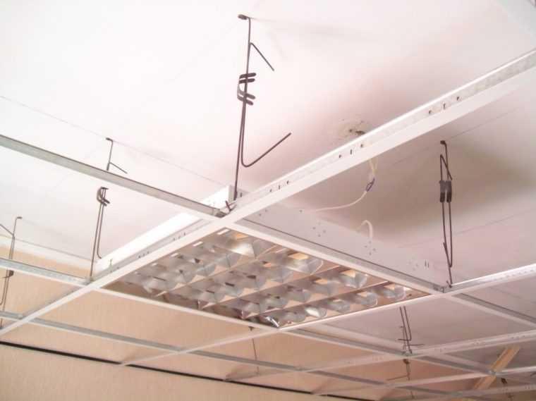 Монтаж растровых светильников в подвесные потолки Армстронг