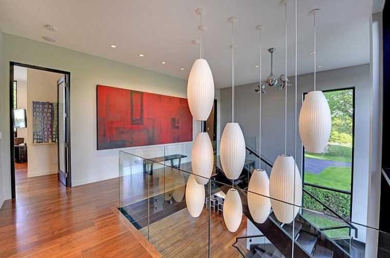 Подвесные светильники для освещения лестницы в доме