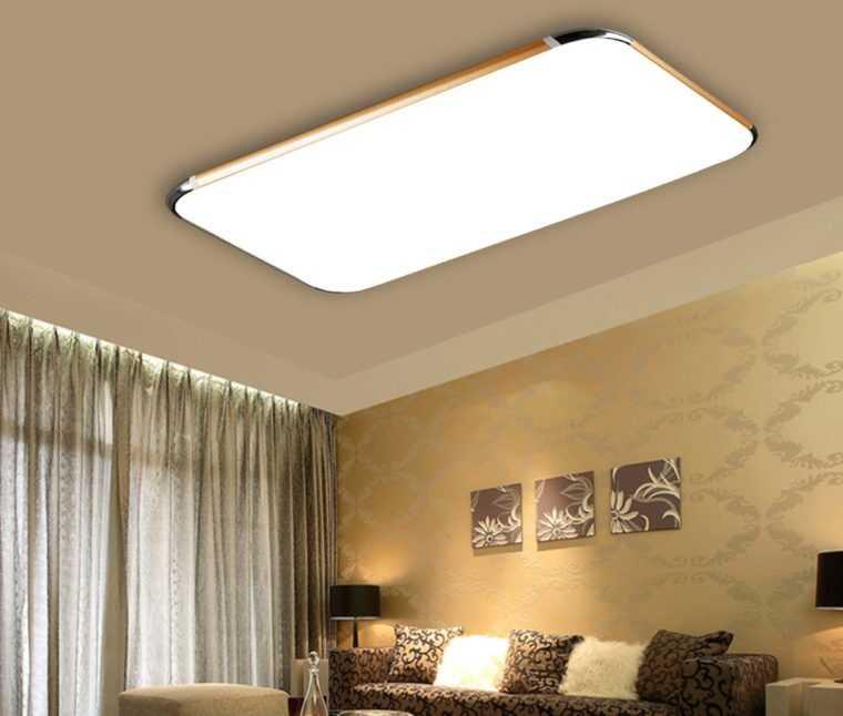 Потолочный LED-светильник в гостиной