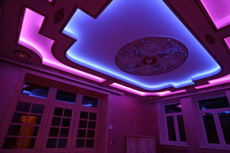 Светодиодная подсветка потолка с цветовыми эффектами