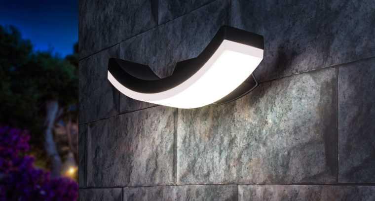Водостойкий настенный LED-светильник