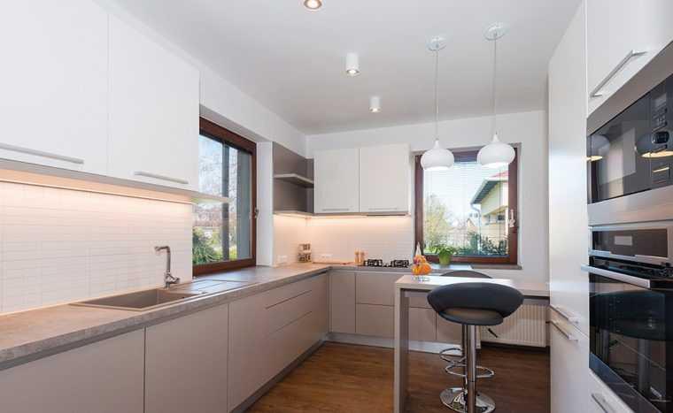 Освещение кухни с помощью потолочных спотов