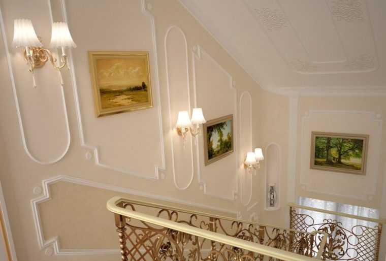 Освещение лестницы настенными бра
