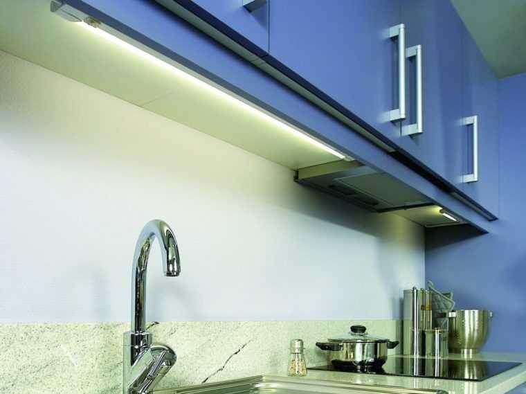 Линейные светодиодные светильники под навесной шкаф на кухне
