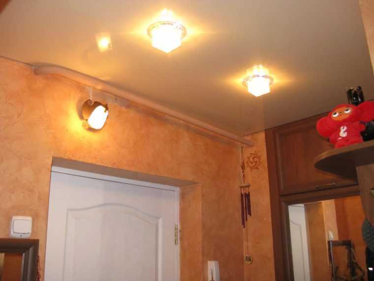 Потолочные светильники для небольшой прихожей