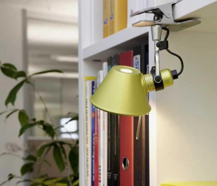 Светильник на прищепке для замены настольной лампе