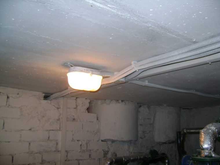 Укладка электропроводки для освещения в гараже