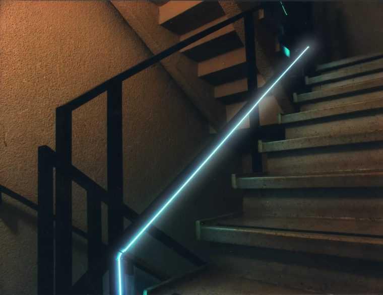 Светодиодная подсветка пожарной лестницы в здании
