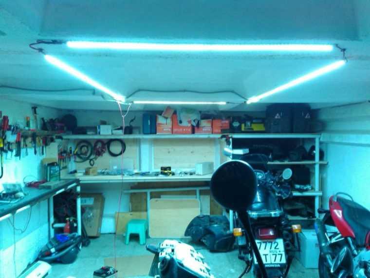 Освещение гаража линейными светодиодными светильниками