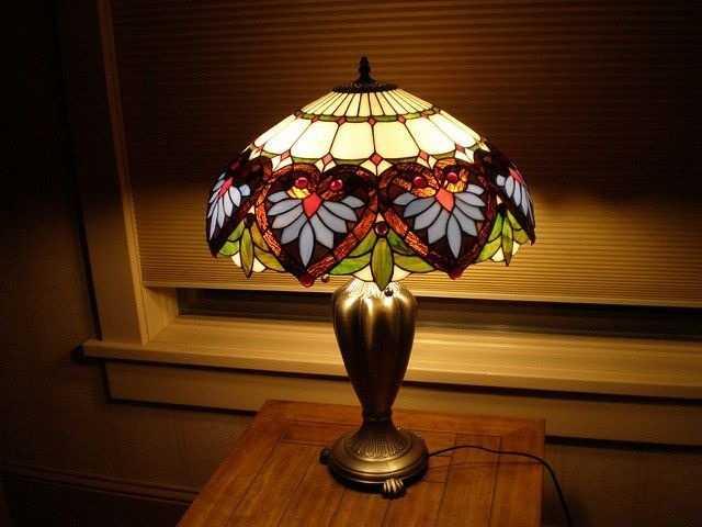 Оригинальная прикроватная лампа Тиффани