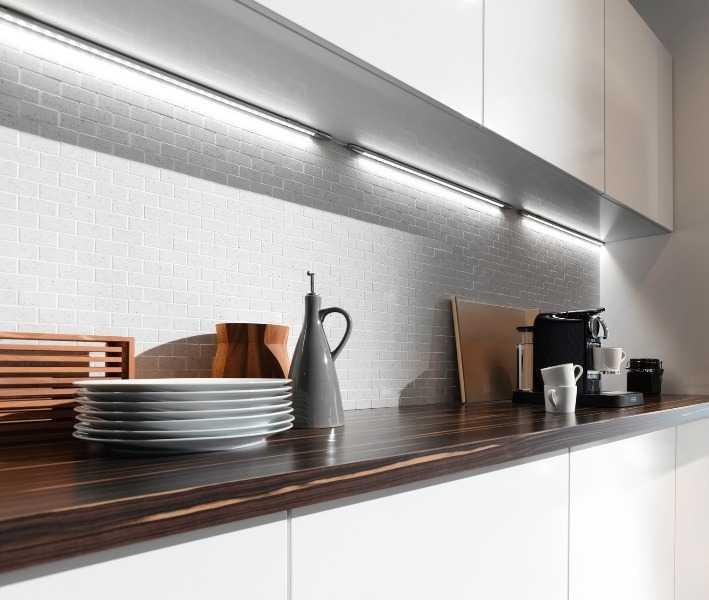 Подсветка рабочей зоны на кухне светодиодными светильниками