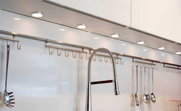 Точечная светодиодная подсветка рабочей зоны на кухне