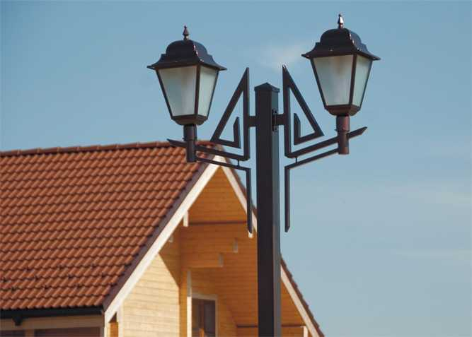 Опора уличного освещения с квадратным сечением