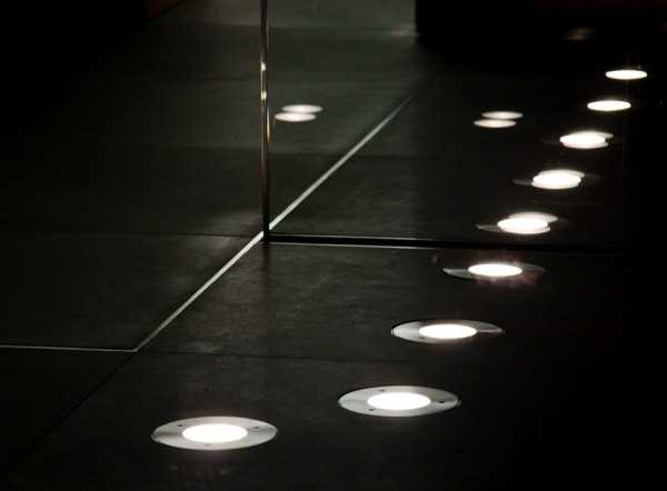 Встроенные в пол светильники