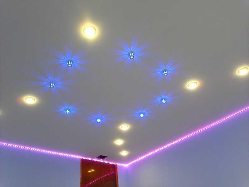 Вариант освещения натяжного потолка