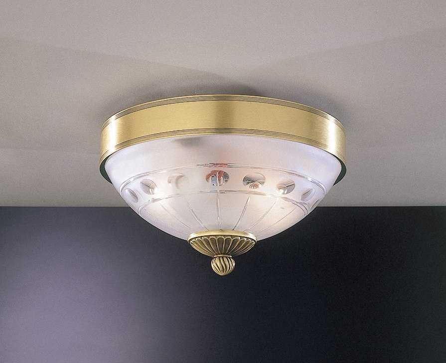 Бронзовый потолочный светильник